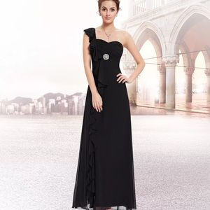 NWT Beautiful back formal dress 👗